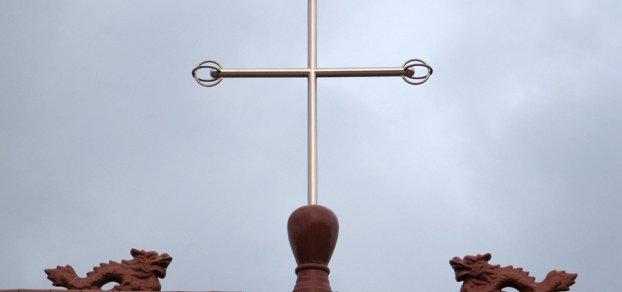 Polizisten verletzen mehr als 60 Christen
